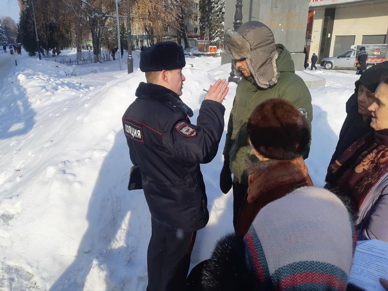 Православные отбили активиста от полиции на митинге в Воронеже