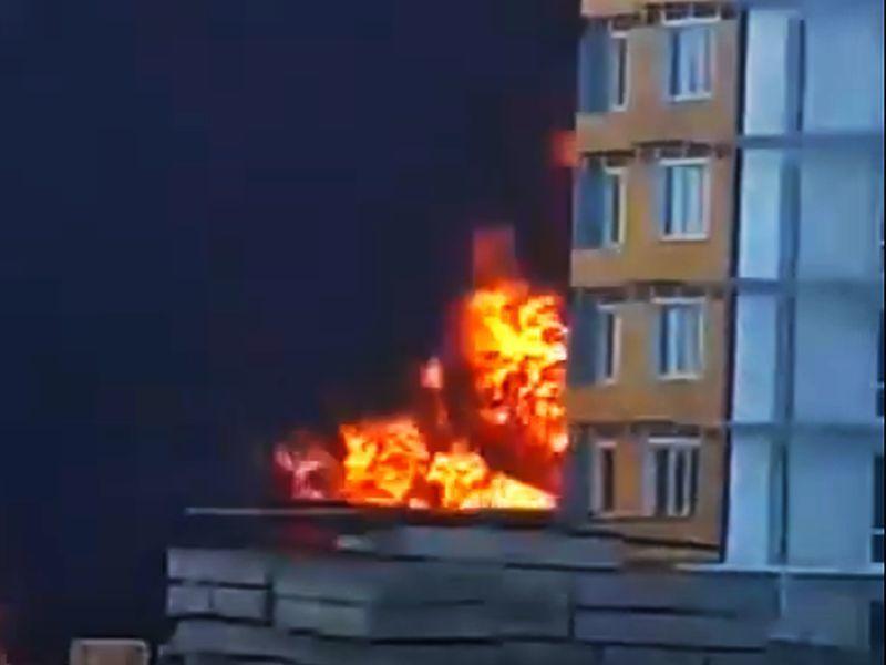 Грандиозный пожар в новом ЖК сняли на видео в Воронеже