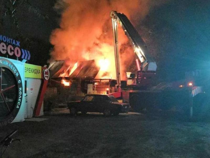Мощный пожар в бане попал на видео в Воронеже