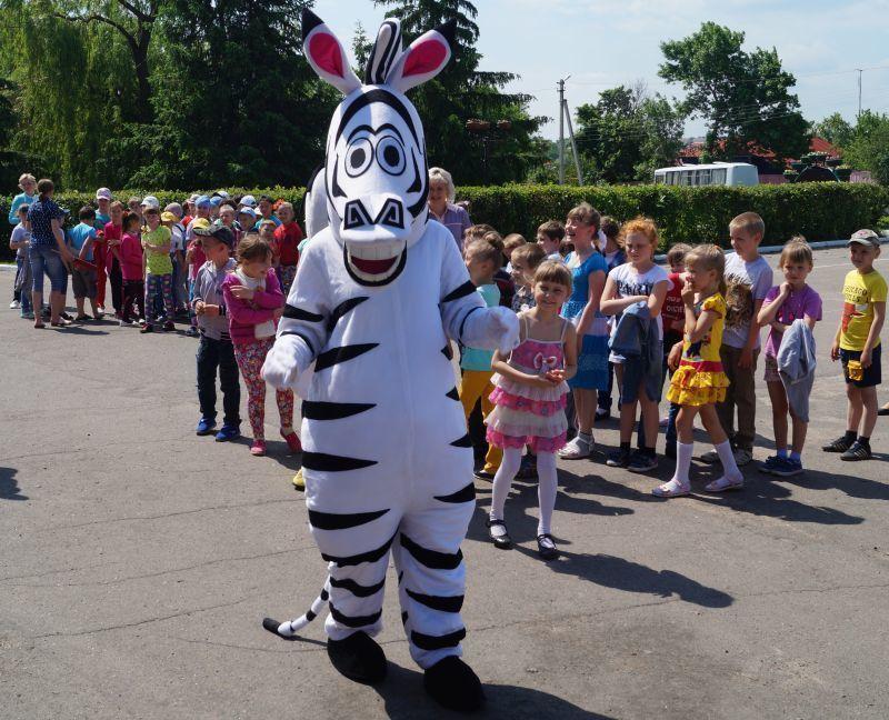 Праздник детства - Благотворительный фонд УГМК собрал на площади в Новохоперске около 200 ребятишек
