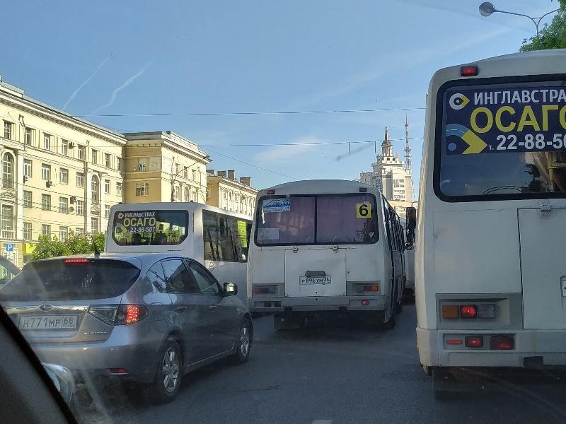 Причину пробки на все времена показали на примере Воронежа