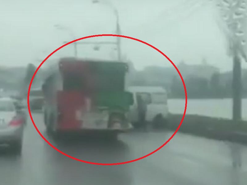 ДТП на Чернавском мосту спровоцировало пробку в Воронеже