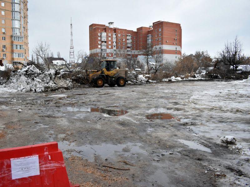 На месте старинной школы в Воронеже начали обустраивать сквер
