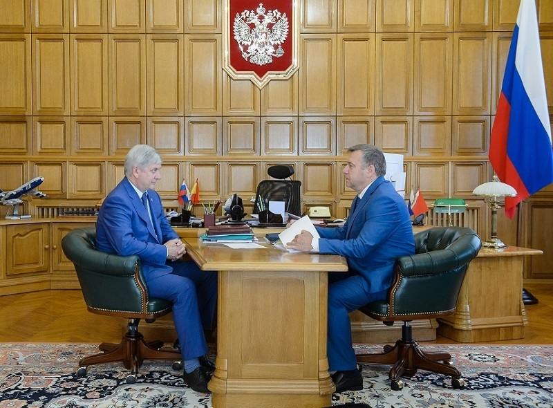 Губернатор Александр Гусев поручил префекту Кателкину срочно отремонтировать школу в Каменке
