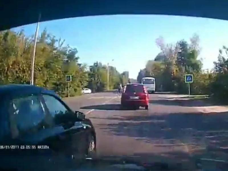 Засада гаишников толкнула Lada на нелепое ДТП в Воронеже