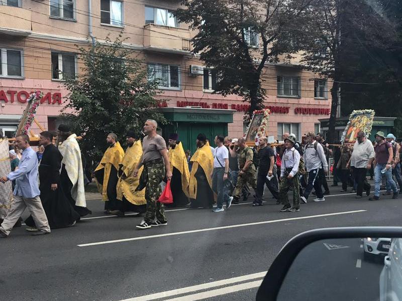 Крестный ход на 120 километров парализовал движение в Воронеже