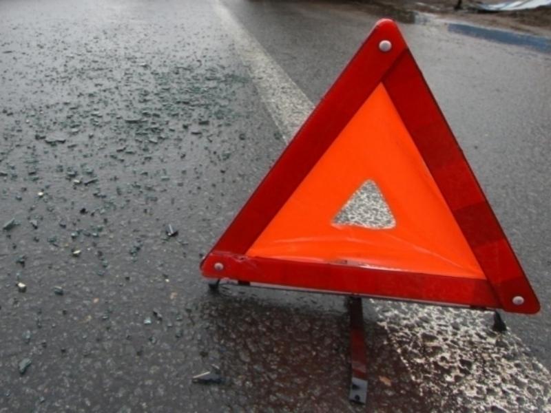 Наворонежской трассе Киа протаранил барьер иврезался вфуру: шофёр умер