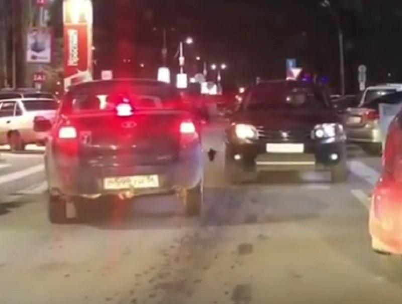 На левостороннее движение перешли водители у ТЦ в Воронеже