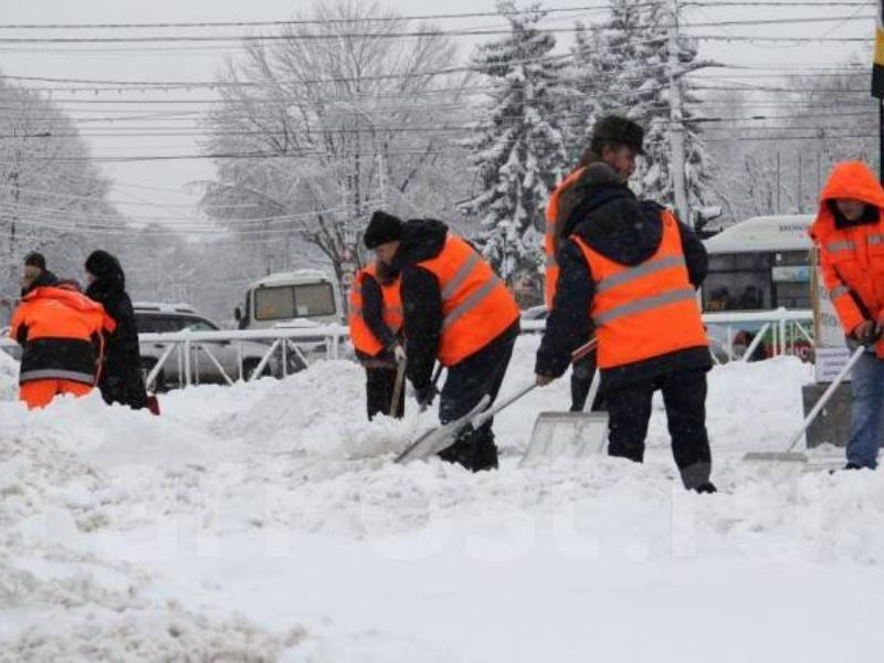 К уборке снега на тротуарах Воронежа привлекут клинеров