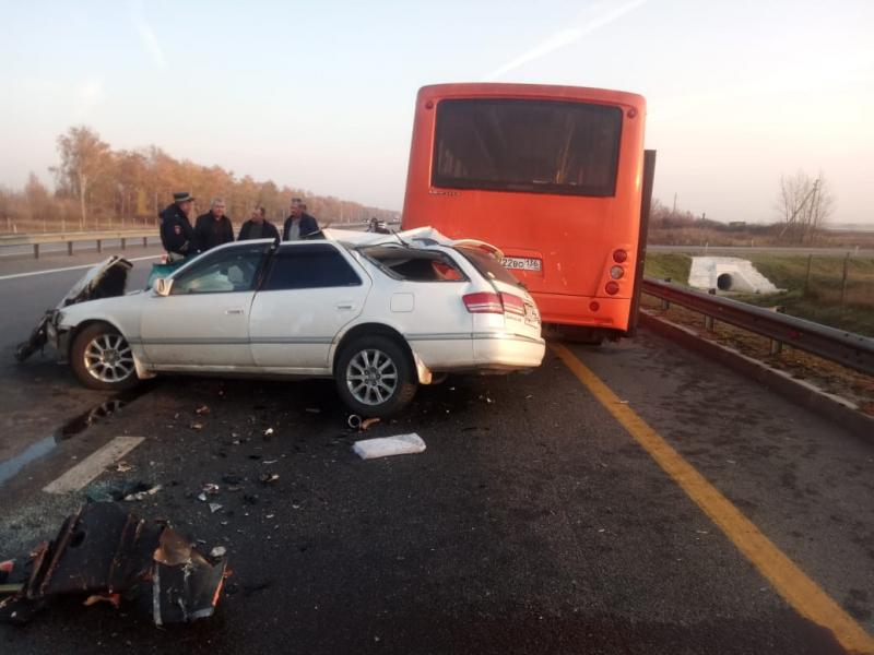 Опубликованы снимки с места смертельного ДТП с автобусом под Воронежем