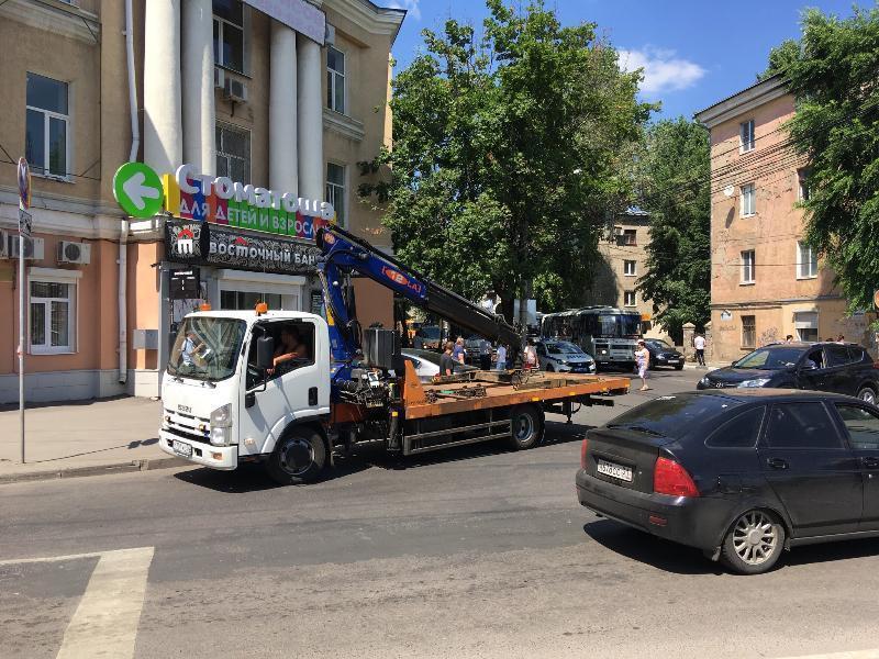 Любимое место офисных автохамов расчистили в Воронеже