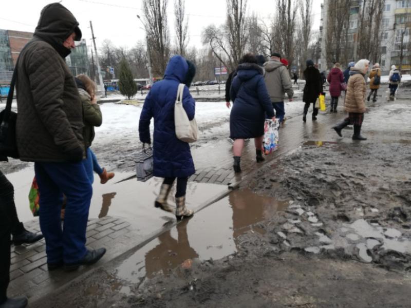Издевающийся над людьми тротуар нашли в Воронеже
