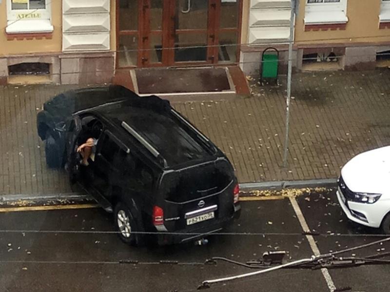 Внедорожник показал чиновникам, кто хозяин в Воронеже