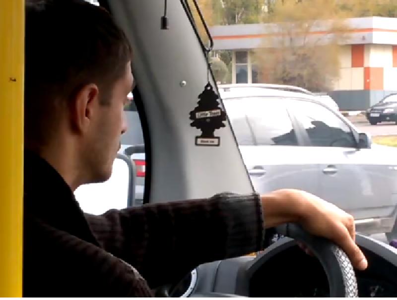 Странным поведением испугал пассажиров водитель автобуса в Воронеже