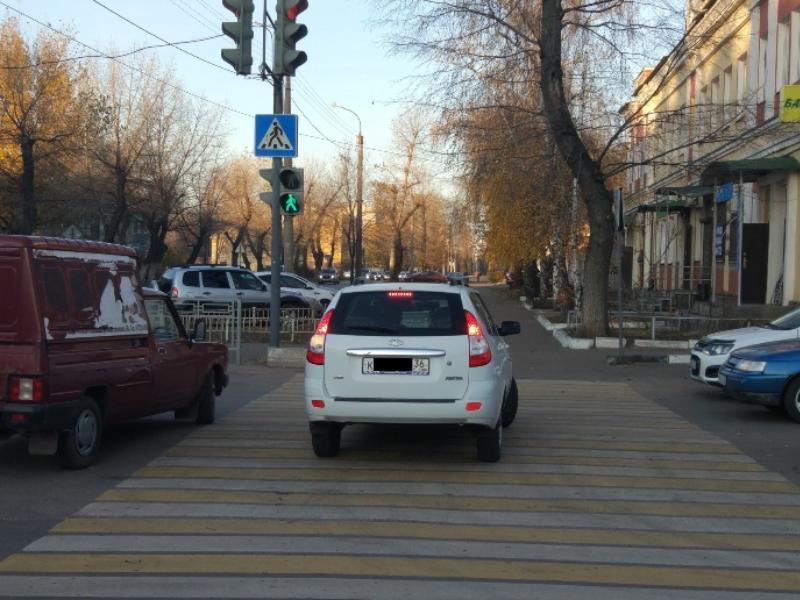Воронежская Lada возомнила себя пешеходом на «зебре»