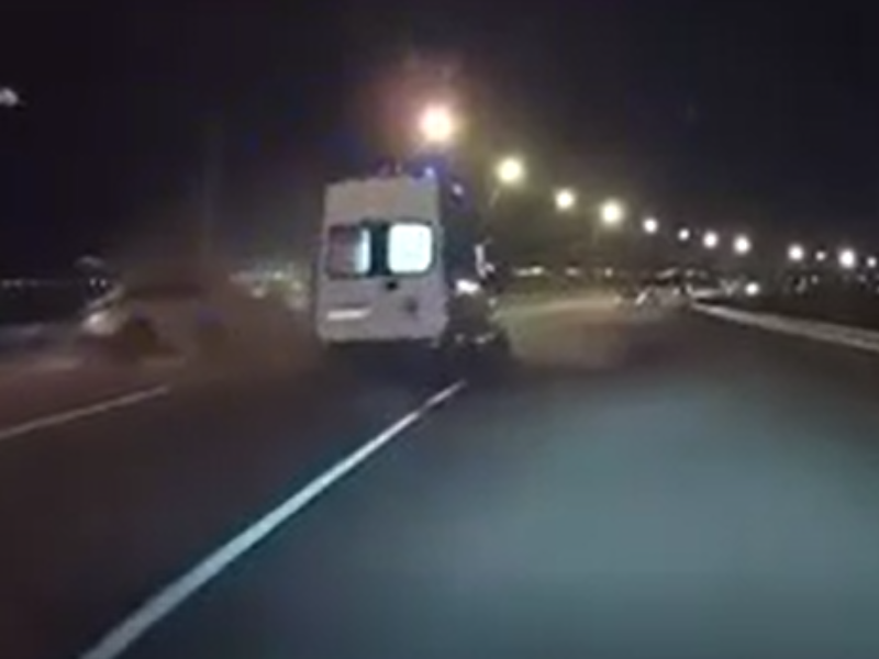 Лобовое столкновение «скорой» и иномарки с пятью пострадавшими сняли под Воронежем