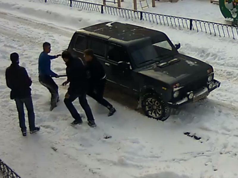 В Воронеже драка водителей с применением дубины попала на видео