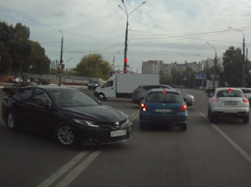 Массовый беспредел иномарок сняли на видео в Воронеже