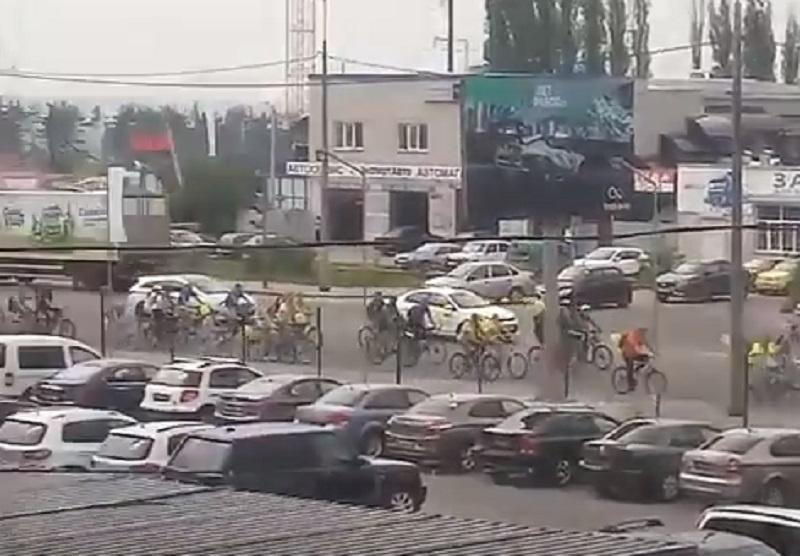 Проезд тысячи велосипедистов по окружной создал проблемы в Воронеже