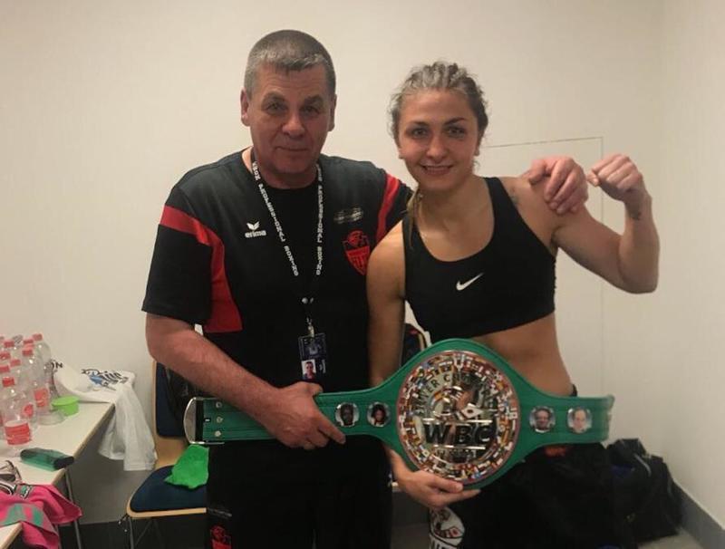 Татьяна Зражевская завоевала пояс чемпионки мира по боксу