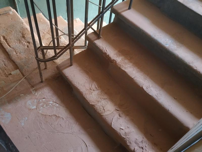 Жуткую пытку пылью устроила воронежская УК жителям дома