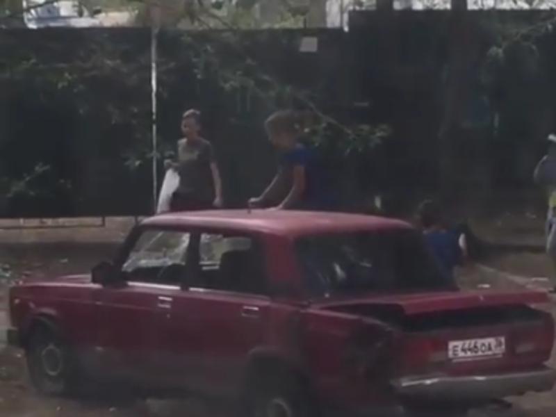 Варварские забавы воронежских школьников показали на видео