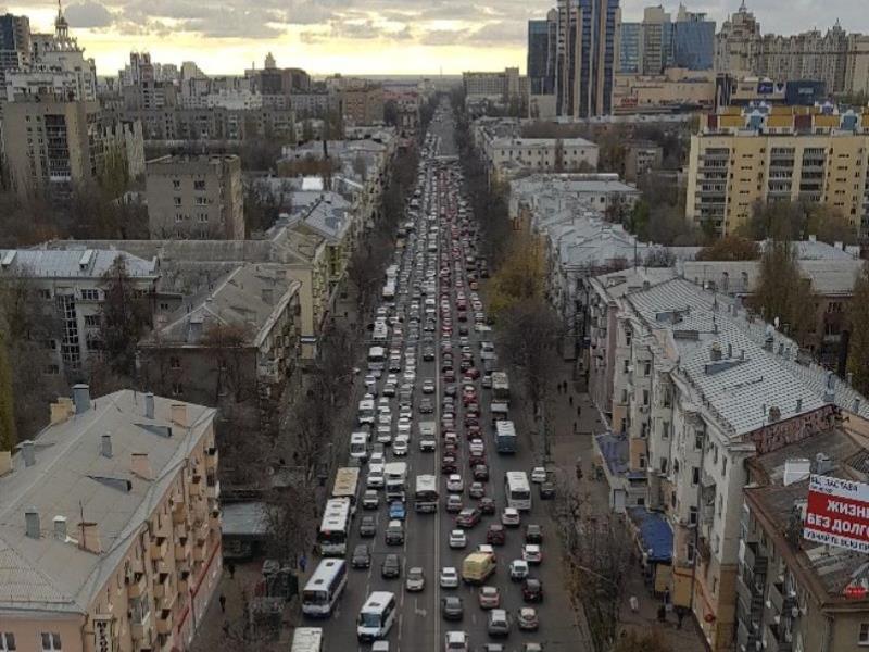 Как люди развлекаются в гигантских пробках в Воронеже