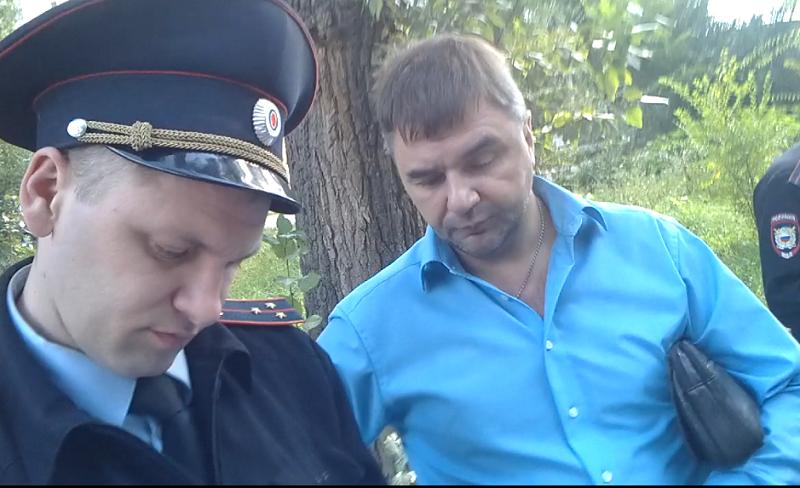 Видео про как мужчина вцепился к девушке в системе — img 11