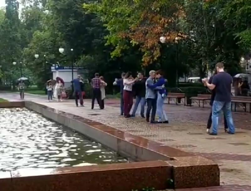 Массовое исполнение танго сняли на видео в Воронеже