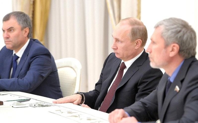 Воронежский депутат Госдумы вслед за спикером Володиным решил показать Киеву «кузькину мать» рублём