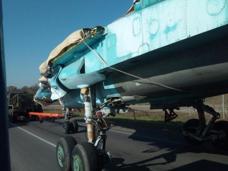 Сверхзвуковой истребитель-бомбардировщик прокатили по улицам Воронежа