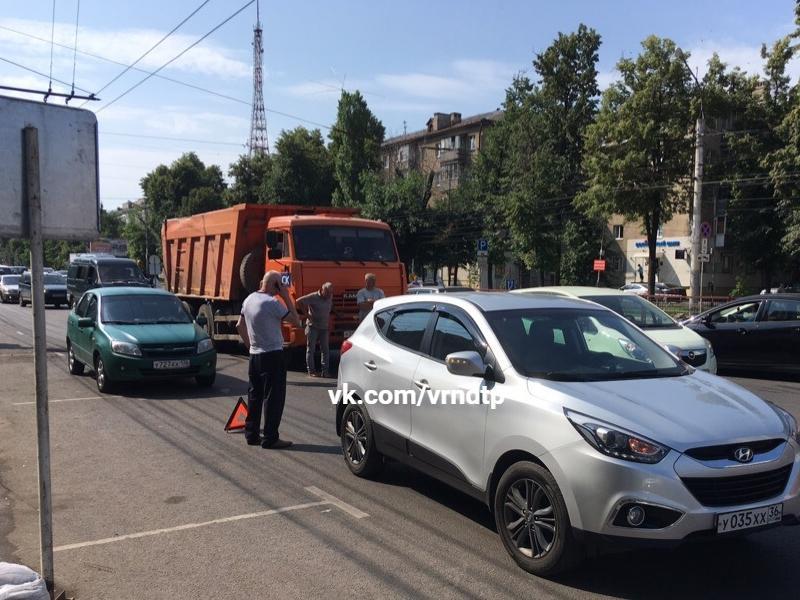 Мертвая пробка парализовала движение в Воронеже