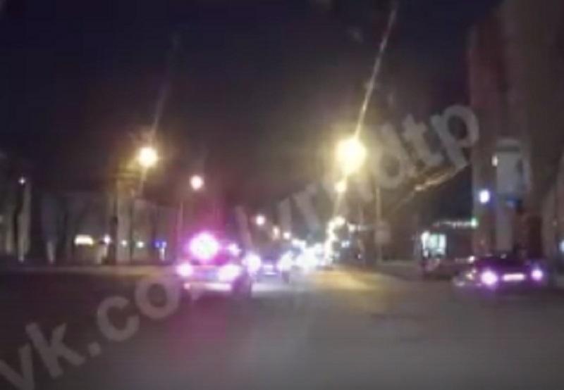 Момент ухода от ДТП с полицейской машиной и погоню сняли на видео в Воронеже