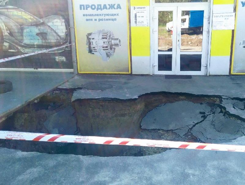 Стала известна причина гигантского провала асфальта в Воронеже