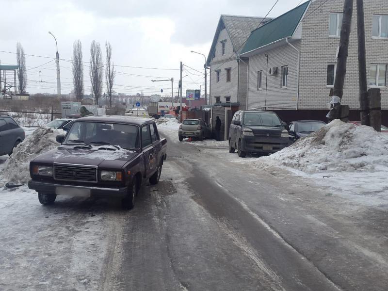 Водитель Renault устроил ДТП с пятью машинами в Воронеже
