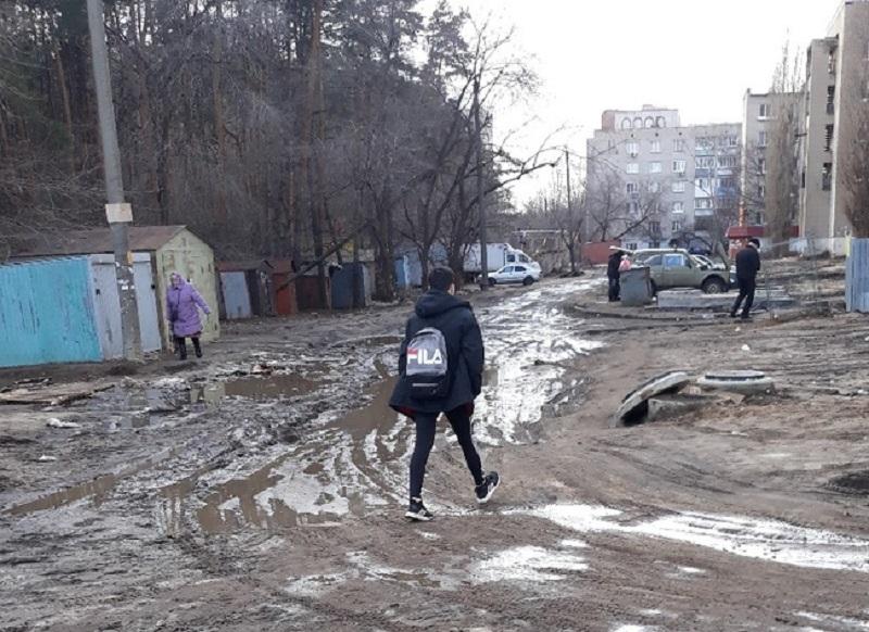 Неприглядное состояние Воронежа показали на примере двора