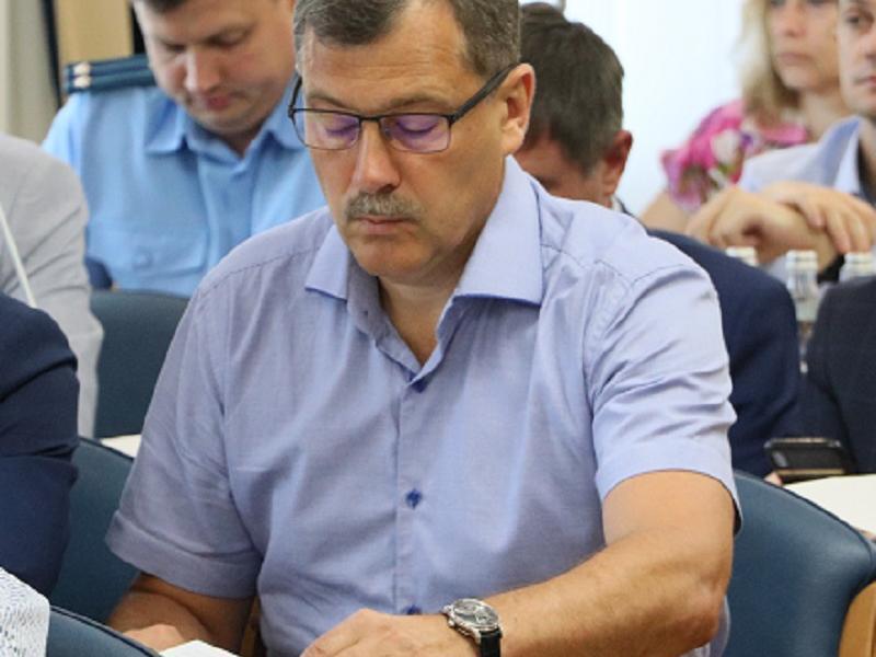 О чем думает коммунист с элитными часами за год до выборов в Воронеже