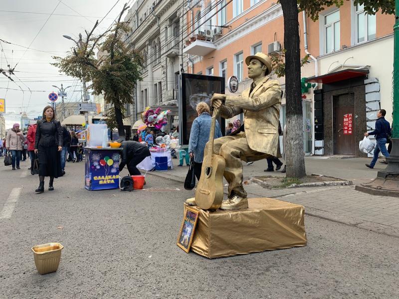 Зависшие в воздухе живые скульптуры восхитили воронежцев