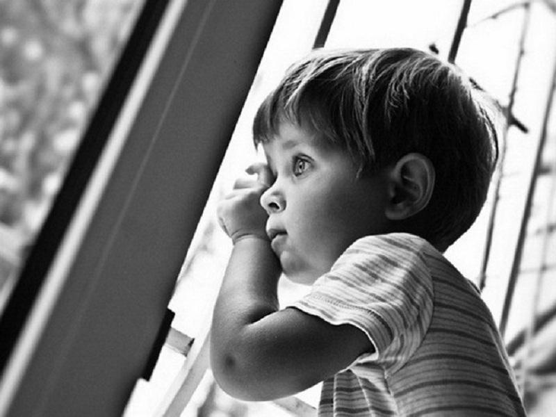 5-летний ребенок выжил после падения с балкона шестого этажа в Воронеже
