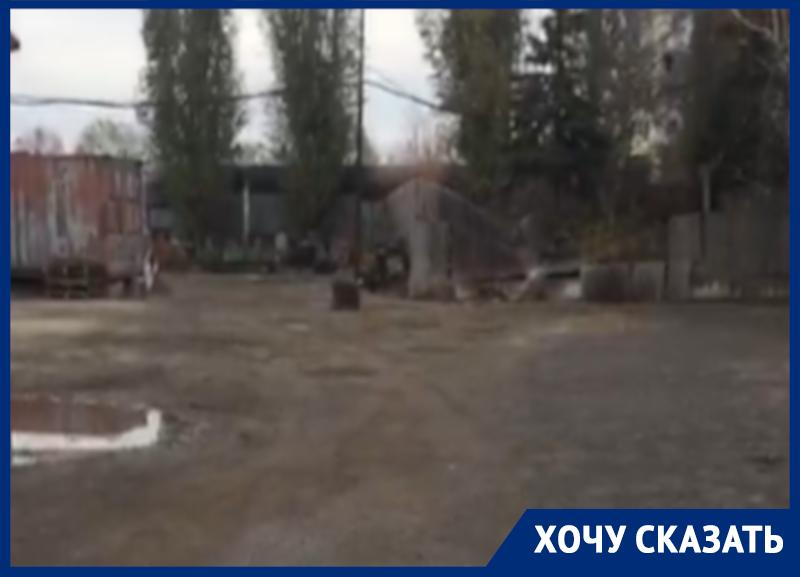 Собственники многоэтажки запретили школьникам ходить через их двор в Воронеже