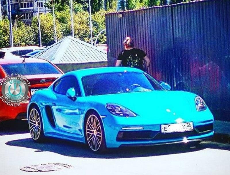 Porsche 718 в восхищающем цвете сфотографировали в Воронеже