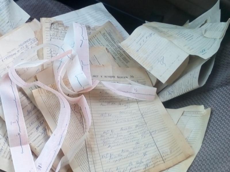 Медицинские карты пациентов разбросали по дороге в Воронежской области