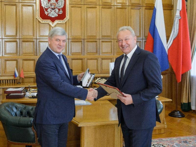 Состоялась встреча губернатора Александра Гусева с генеральным директором компании «ВЫБОР» Александром Цыбань