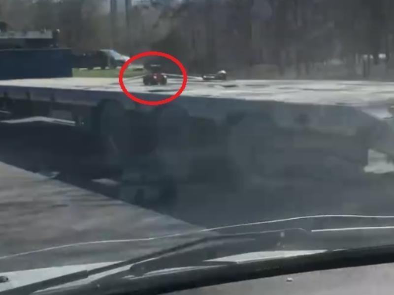 Умилительное отношение водителя фуры к игрушке сняли в Воронеже
