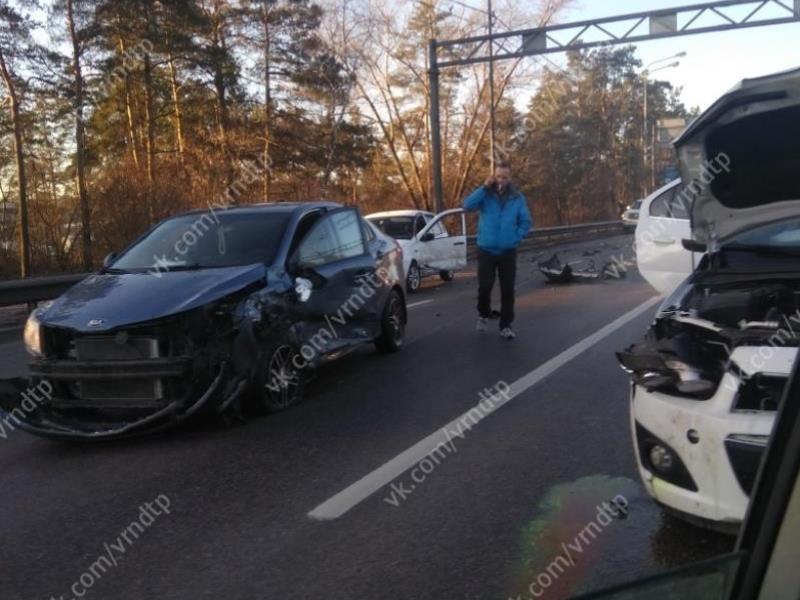 Последствия  ДТП с семью машинами показали на видео в Воронеже
