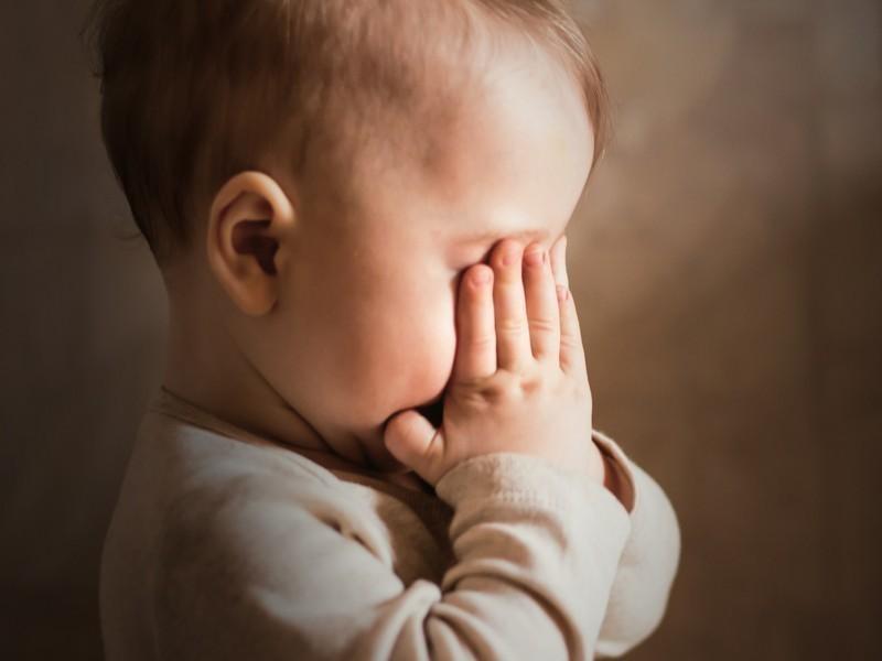 Истязание детей обернулось для молодого отчима уголовным делом в Воронежской области