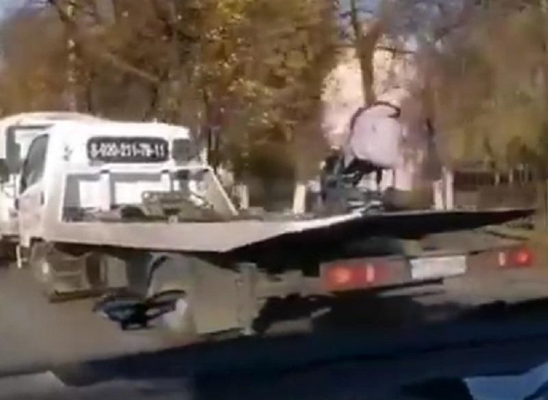 Эвакуация главного предмета яжматери попала на видео в Воронеже