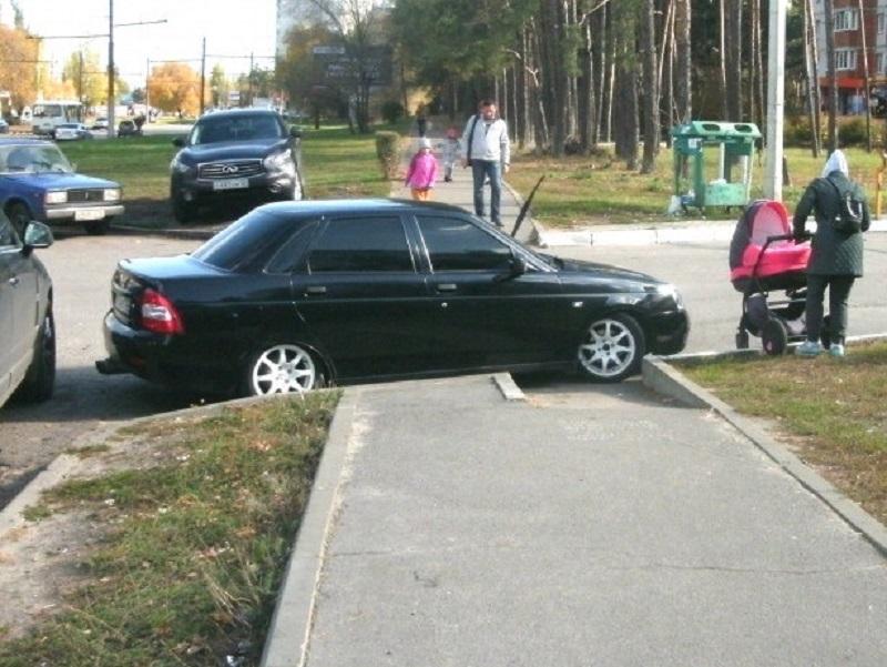 Подлое унижение пешеходов продемонстрировал воронежский автомобилист