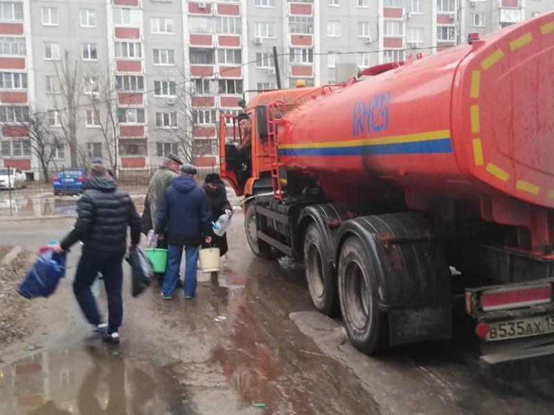 В Воронеже начали подвозить техническую воду к домам в зоне аварии