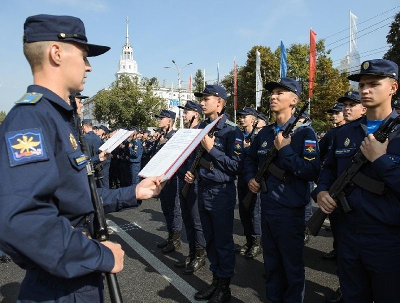 Более 1300 первокурсников приняли военную присягу в Воронеже